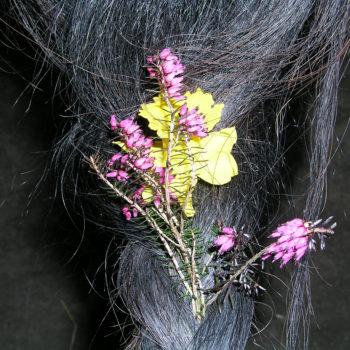 Heilpädagogisches Arbeiten mit Pferden - immer wieder Thema 'Pferd putzen und schmücken' bei vielen Kindern und Jugendlichen...